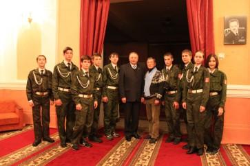 С  Президентом Ассоциации шефства над Северным флотом, адмиралом В.А. Поповым в драмтеатре Северного флота